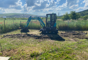 Servicii de excavare cu mini excavator de 2,6T